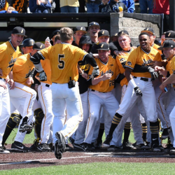 Hawkeyes Walk Off Michigan To Take Series